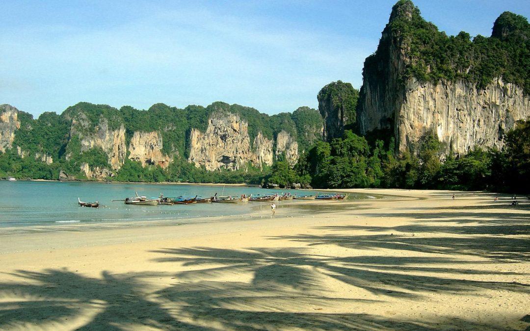 Explore the Islands Around Phuket